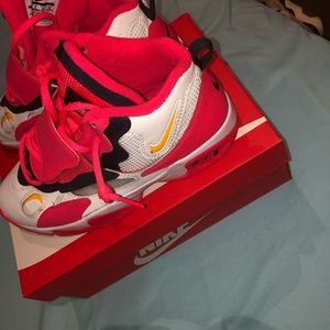Kids Nike shoes size 7 fit a woman size 8 as well
